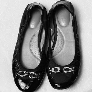 Me too black patent leather flats size 7.5